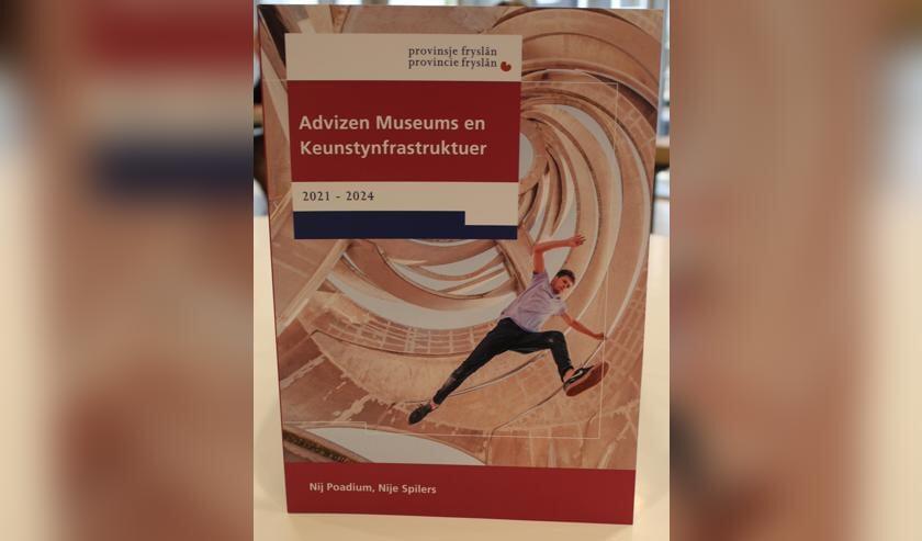 De voorkant van het lijvige rapport van 109 pagina's over de Friese kunst en cultuursector.