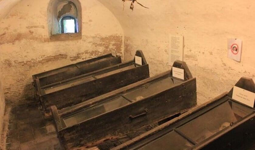 De in 1609 gebouwde adellijke grafkelder van de Nicolaaskerk in Wiuwert