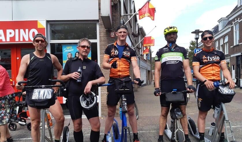 Deze vijf steppers voltooiden - samen met de vier steppers voor het Foppe Fonds - de onofficiele  Stepelfstedentocht 2020 op eigen gelegenheid. V.l.n.r: Erik Bakker, Alfred de Vreeze, Mente de Boer, Rodger Hulsebos en Jan Gerbrandij.