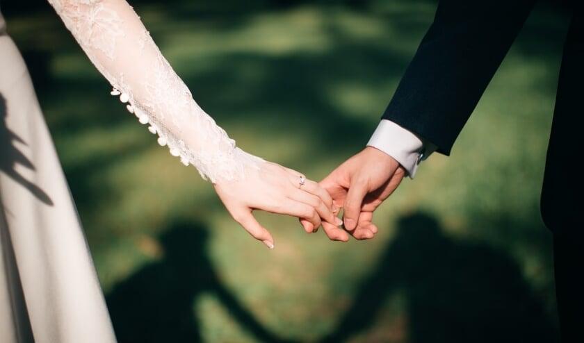 Of je nu je bruiloft uitstelt, afblaast of toch door laat gaan, geniet van elkaar.