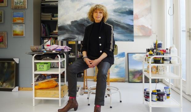 Greetje Feenstra in haar atelier