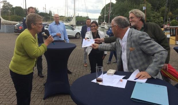 Ondertekende intentieovereenkomst wordt  aangeboden aan inwoners van Stad aan 't Haringvliet