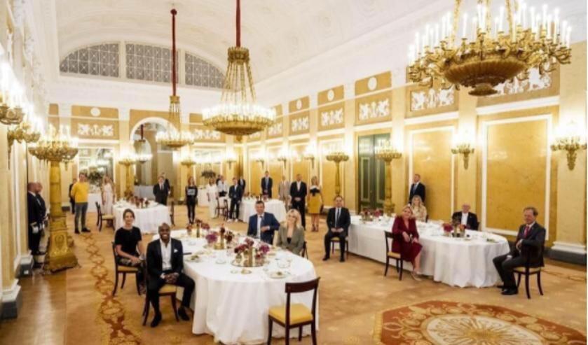 <p>Beeld van de coronaproof koninklijke lunch van Hydraloop met het Nederlandse koninklijk huis.</p>