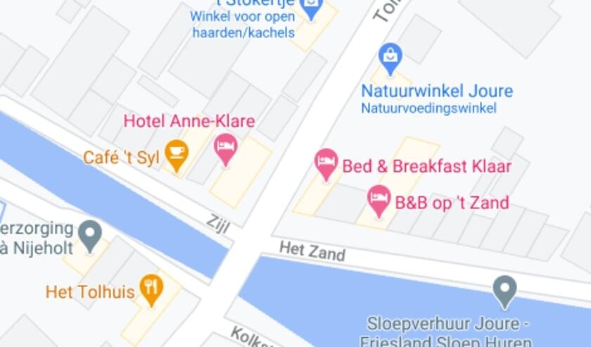 <p>Op de hoek van het Zijl en de Tolh&ucirc;swei zit het hotel. Op de kaart zie je ook waar de kachelwinkel en de natuurwinkel zitten die ook schade opliepen door de megaknal.</p>