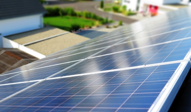 Photo of solar panel on the roof (Science and Technology) solar,solar energy,solar cells,energy generation,alternative energy Foto: https://pixy.org/371565/ © Rondom Goeree Overflakkee