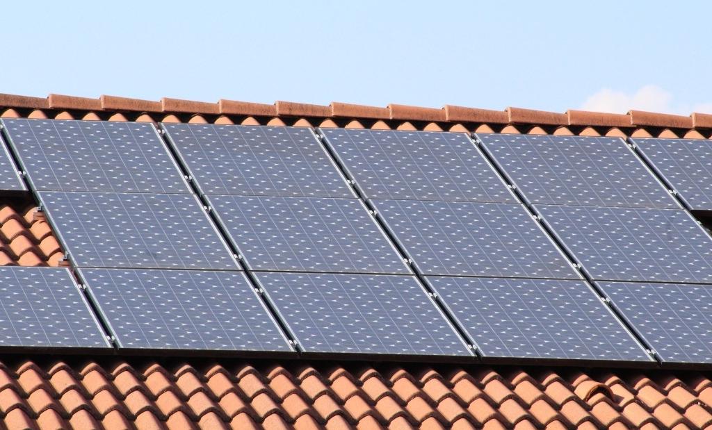 <p>Zonnepanelen zijn duurzaam en relatief snel terug te verdienen </p>  © Rondom Heerenveen