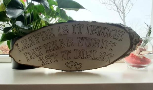 <p>Meer de mooie Friese taal gebruiken, oftewel: 'Mear de moaie Fryske taal brûke'.</p>