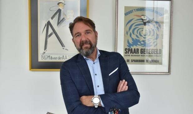 <p>Rijkele Dijkstra van Dijkstra Assurantiën in zijn kantoor in Leeuwarden.</p>