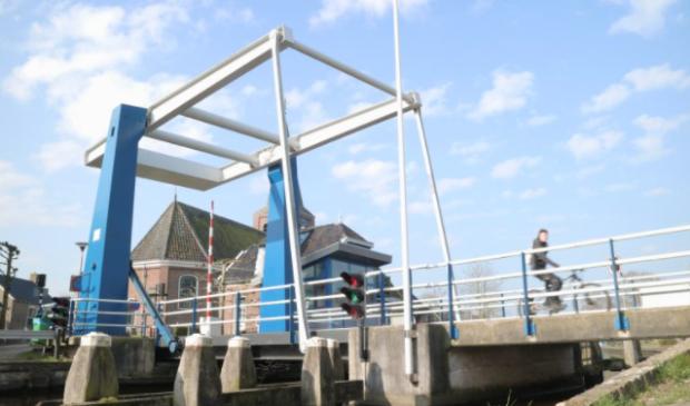 De brug in Warten, die voorlopig nog door een brugwachter ter plaatse zal worden bediend.