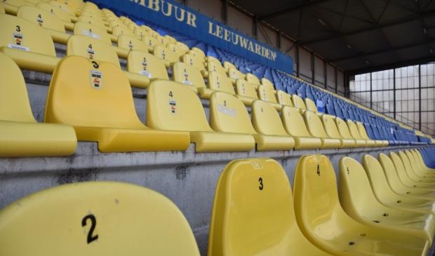 <p>De lege stoeltjes in het Cambuur Stadion zijn binnenkort eindelijk weer eens gevuld.</p>