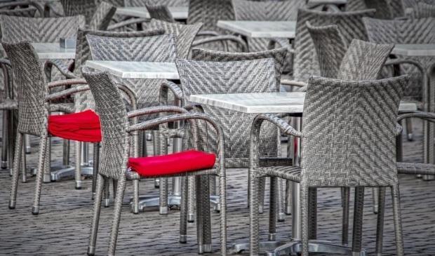 De terrassen mogen vanaf volgende week weer open. Maar let wel op de regels: van 12.00 tot 18.00 uur.