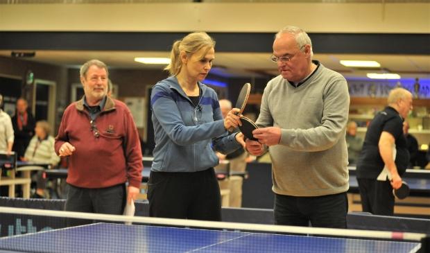 <p>Iepen Mienskipsf&ucirc;ns subsidieert niet alleen projecten om een buurt/dorp op te knappen, maar ook voor sportieve activiteiten zoals deze tafeltennisclinic voor ouderen zoals die vorig jaar in Friesland is gehouden.</p>