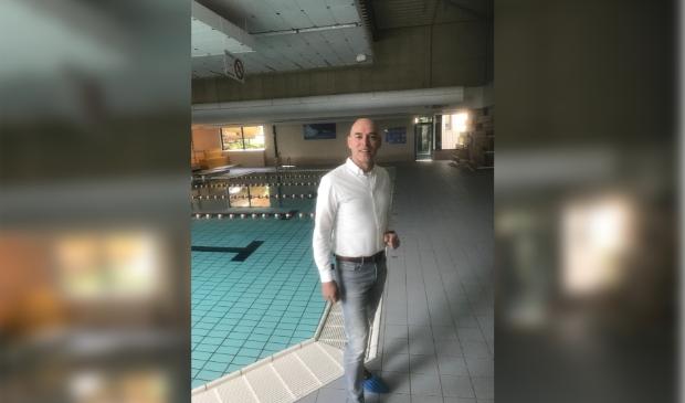 Lesly Wolters in een helaas nog stil zwembad