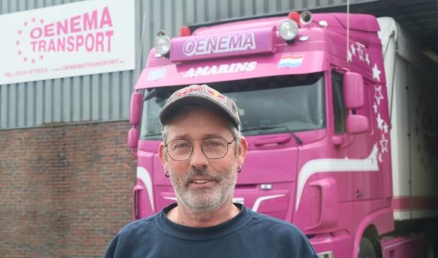 Roel Louwes voor zijn truck de 'Amarins', van Oenema Transport.