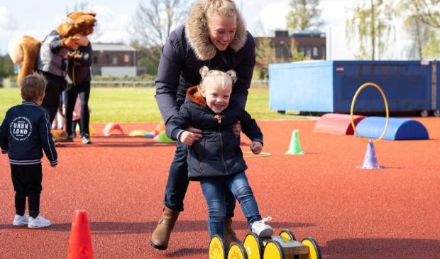 <p>Tijdens Evi&#39;s beweegavontuur leren kinderen verschillende sporten kennen</p>