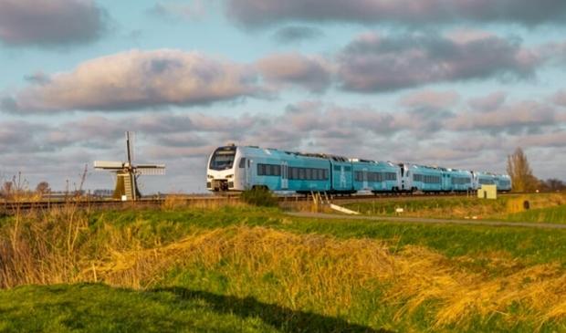 Arriva gaat extra treinen inzetten deze zomer in Friesland én enkele treinstellen ombouwen zodat er meer fietsen mee kunnen richting Harlingen oftewel de Waddeneilanden.