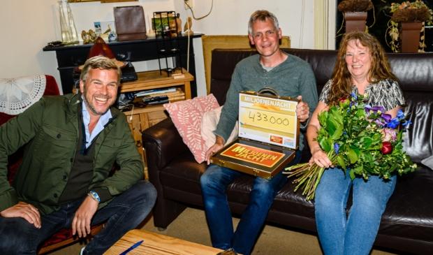Bennie en Sietske uit Oldeholtpade zondagavond door Winston Gerschtanowitz verrast met 433.000 euro