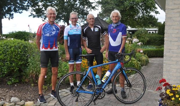 Vlnr: Frans Dieleman, Cor Natte, Leo Noordijk, Pieter Hogenbosch. Chris de Jonge ontbreekt.