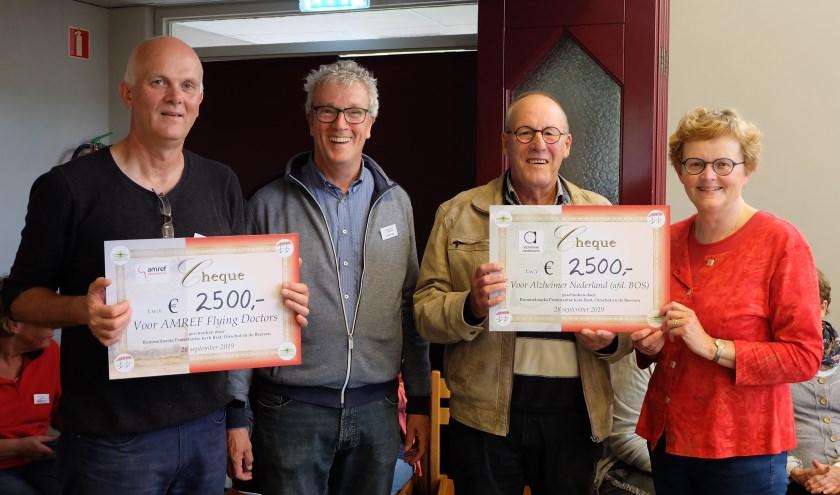 De rommelmarkt heeft 2500 euro opgebracht voor Alzheimer Café B.O.S. en 2500 euro voor Flying Doctors.