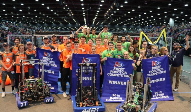 Leerlingen Heerbeeck met Team Rembrandts wereldkampioen robotica