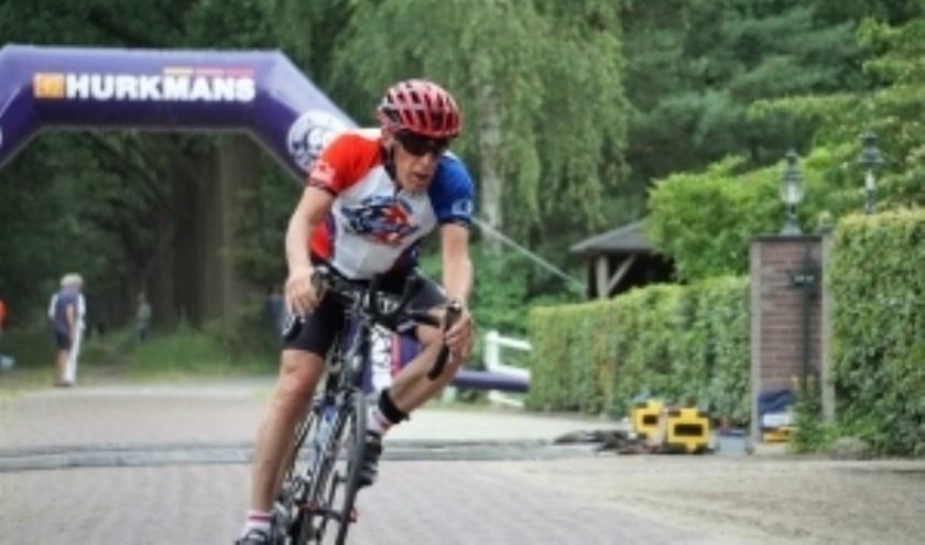 Willem Maris (69) behaalde met zijn zoon en dochter een zevende plaats bij de teams.