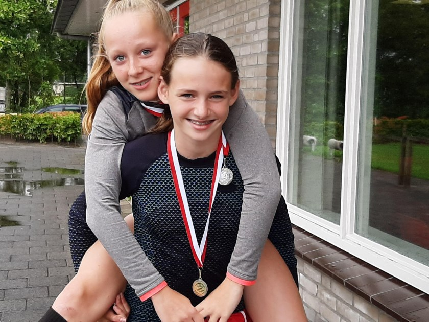 Milou Keulstra en Lotte Aerts. Foto: Carola Janssen
