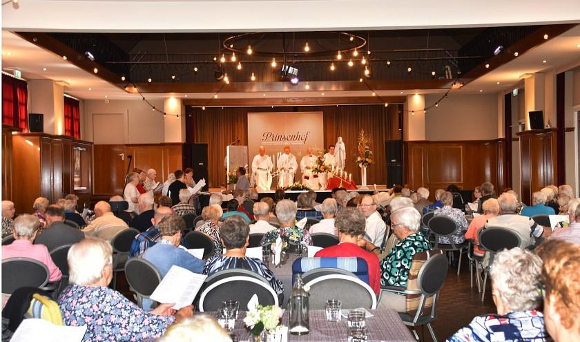 Met 115 bezoekers was de grote zaal van zalencentrum Prinsenhof helemaal vol. Foto: Marijke Vermeulen
