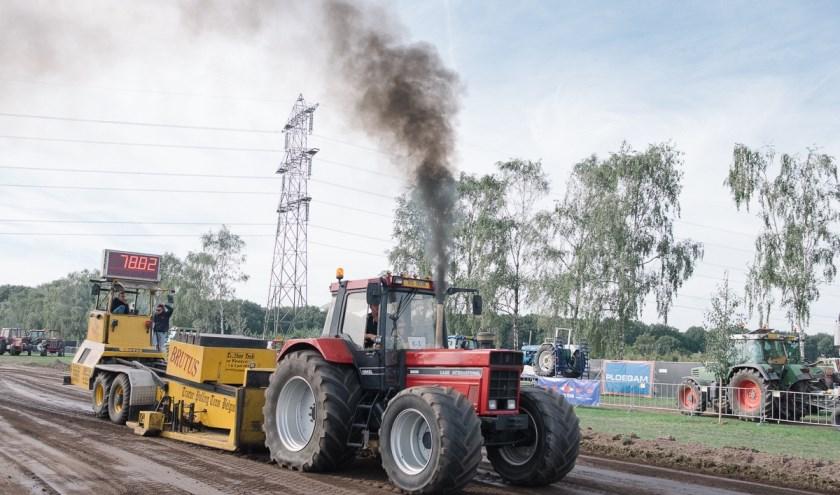 Ronkende traktoren en krachtige vrachtwagens bij Trekkertrek Best.