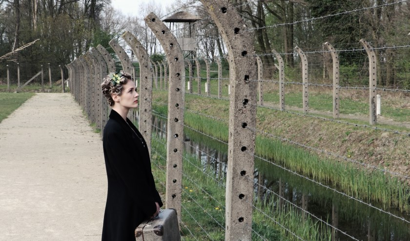 Theatergroep BLUV speelt zondag 20, maandag 21 en woensdag 23 oktober hun oorlogstheaterstuk 'Oorlogstuig', over Roosje Glaser, die als Joodse danslerares de Tweede Wereldoorlog overleefde en toch nog dansles gaf in 's-Hertogenbosch.