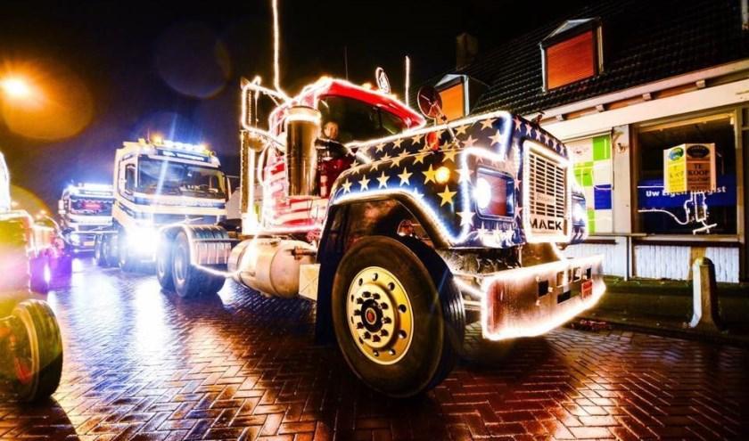 """Een kleurrijk spektakel dat ieder jaar gekker wordt. """"Iedereen 'naait' elkaar op om uit te pakken."""" Nuland Verlicht rijdt op zaterdag 14 december weer door het dorp."""