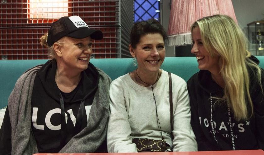 V.l.n.r. Mechteld Janssen, Joyce Coensen en Carolien van Mackelenbergh, de initiatiefnemers van Bij Katrien. Foto: Michel van de Langenberg