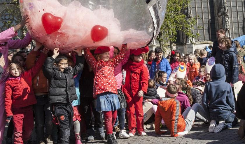 Op de Parade vond de eerste Date plaats tussen leerlingen van BBS Boschveld en KC De Kameleon. Foto: Michel van de Langenberg