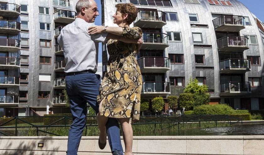 Er zijn heel wat liefdes ontstaan bij Dansinstituut Wim Voeten, op de foto Niek en José Burg. Foto: Michel van de Langenberg