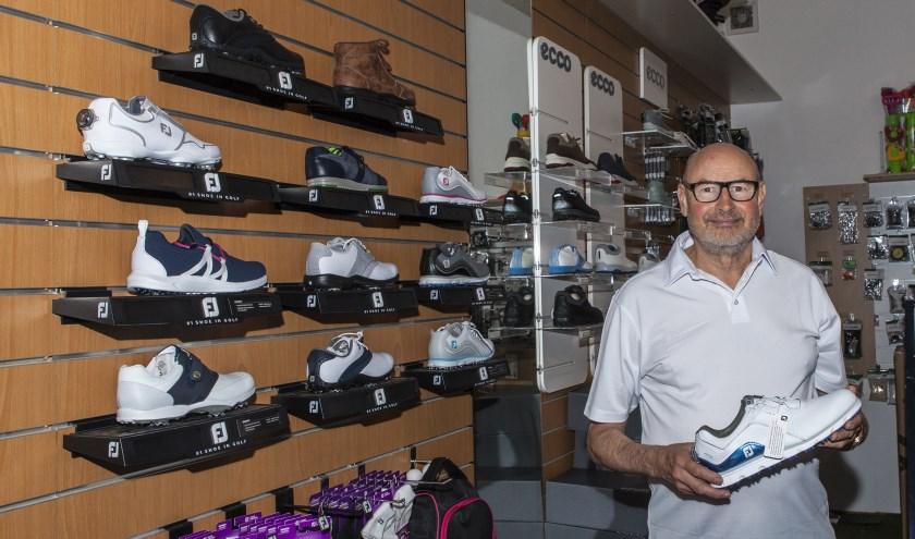 Wilbert van Spaendonck in zijn winkel in de Zuiderpassage. Foto: Michel van de Langenberg