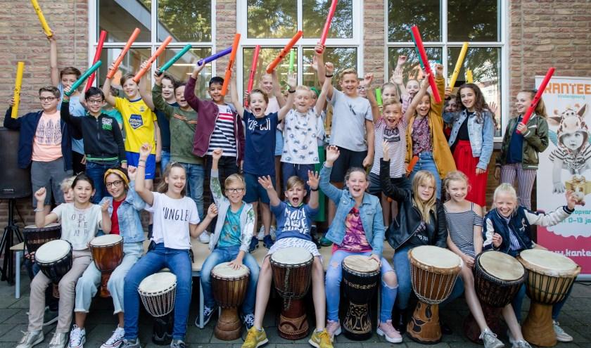 Kinderen van KC Het Stadshart tijdens de feestelijke onthulling van de nieuwe naam van hun school. Foto: Marjon Zijlstra