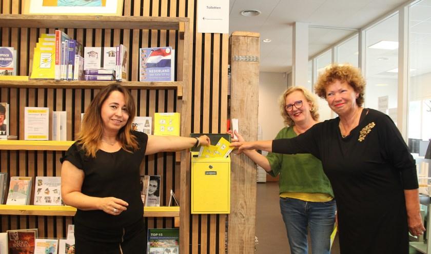 V.l.n.r. Nazmiye Deger (coördinator Koo wijkplein Helftheuvel), Margo Kwinten (projectleider sociaal domein Babel) en Nan van Schendel (directeur-bestuurder Babel). Foto: Gérard van Kessel