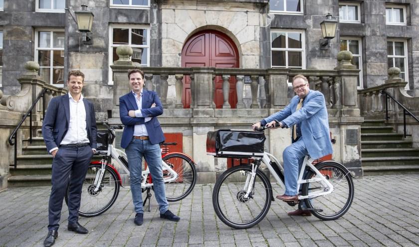 Jan Hoskam (r), wethouder Economische Zaken Gemeente Den Bosch, Jan-Willem van Mourik (m), ondernemer - Delivery Bike en Leo van Schijndel (l), Investment Manager BIM-BIF. Foto: John van Hamond