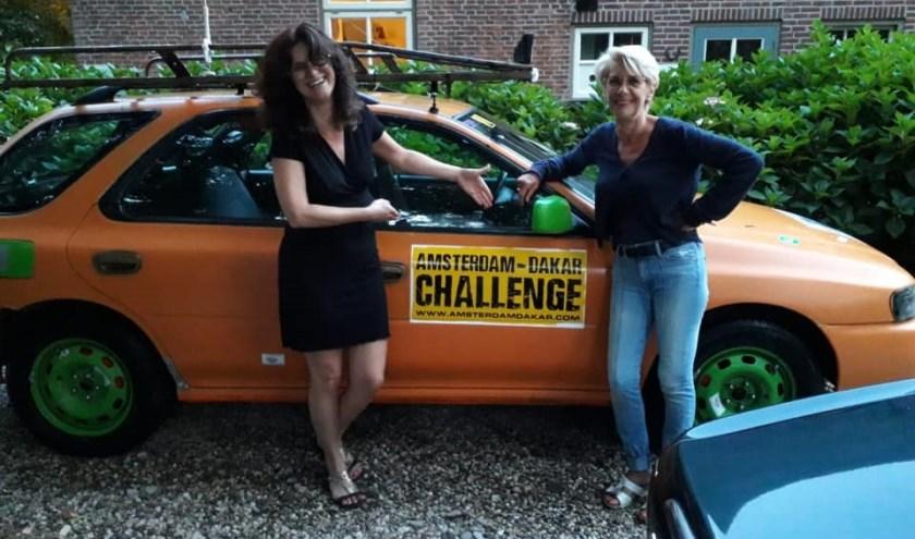 Miranda Viguurs en Franka Mes staan 2 november als team Happy Orange in hun knaloranje barrel aan de start van de Amsterdam Dakar Challenge