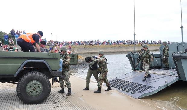 Demonstratie van de mariniers tijdens een open dag op de Mok.