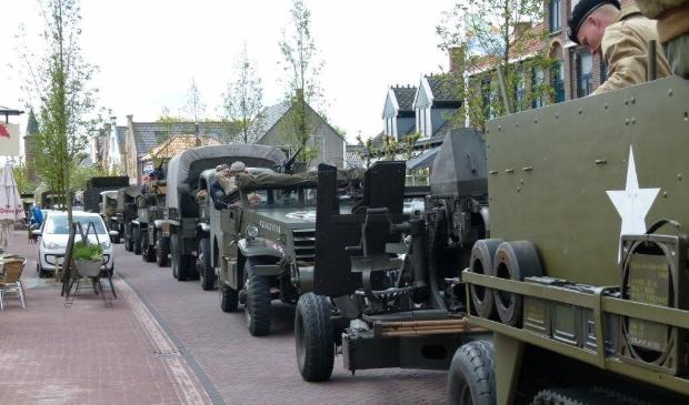 <p>Rondrit met oude legervoertuigen in 2015.</p>