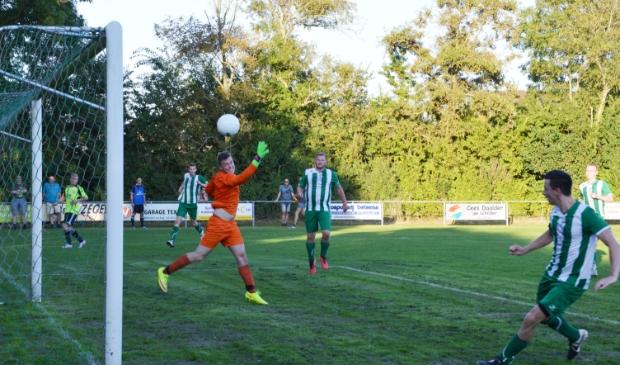 <p>De derby in 2016. Morgen treffen de teams elkaar in Oosterend.</p>