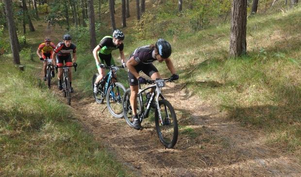 <p>Mountainbikers in De Dennen in 2017</p>