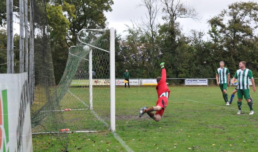 De vorige derby tussen De Koog en Oosterend op 2 oktober 2016.