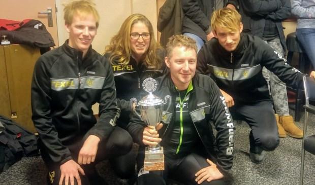 Pepijn Kooiman, Mariska Witte, Glenn van Ginkel en Martijn Kooiman van het teams Brandweer Texel.