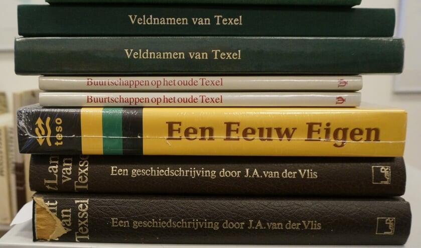"""Enkele """"topstukken"""" op veiling van de Historische Vereniging zaterdag in Tusse de Banke."""