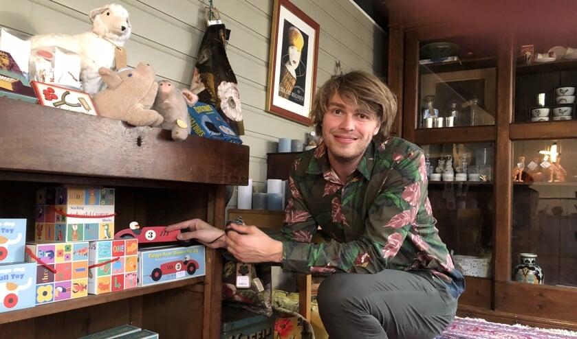 Olivier Verschoor in de winkel in de Weverstraat die hij zaterdag opent.