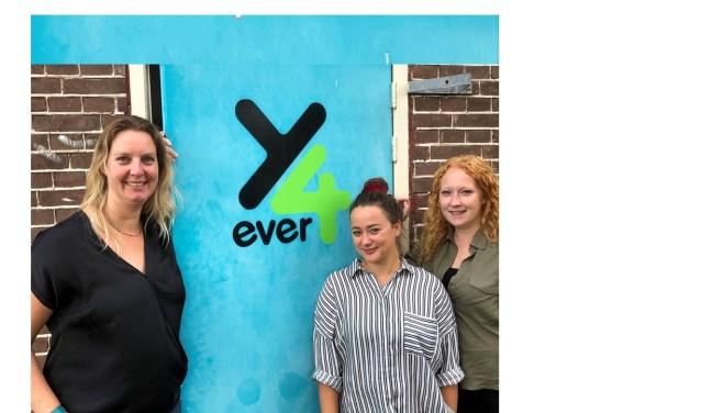 Jongerenwerkers Berber Kruger, Vera Volders en Sandra van de Water van Young4ever.