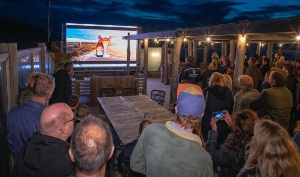De presentatie van het nieuwe bier op het terras van Gastropaviljoen XV.