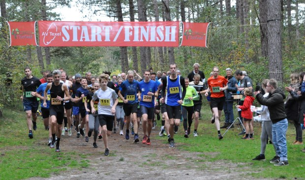 Start van de eerste crossloop van het seizoen in De Dennen.
