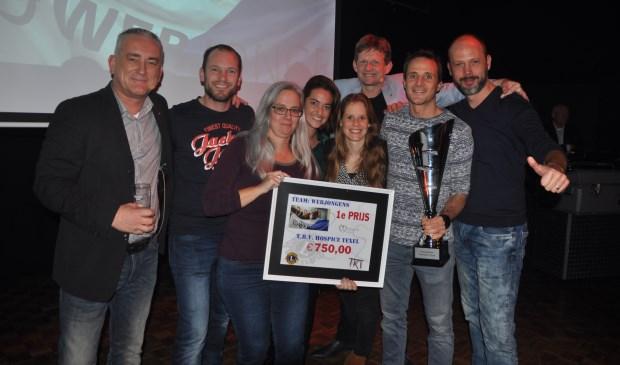 Het winnende team van De Webjongens met links Bart de Vries, één van de organisatoren van de Teamkwis.